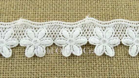 "1.1 Yards (1 METRE) LENGTH WHITE GUIPURE LACE 28mm (1¼"")"