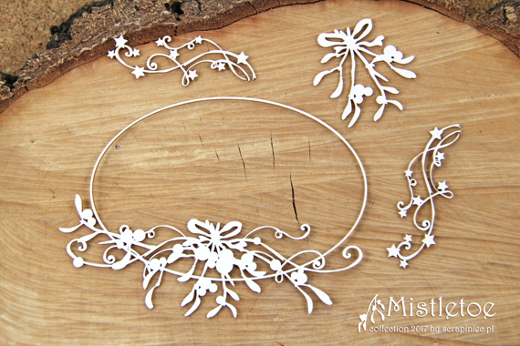 Chipboard - Big Oval Frame - Mistletoe